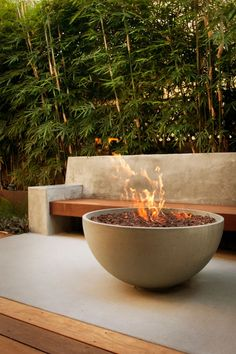 6 Fire Pit Ideas for Your Outdoor Space | Architectural Digest Fire Pit Ring, Diy Fire Pit, Fire Pit Backyard, Fire Pit Party, Backyard Trees, Backyard Privacy, Fire Pit Heater, Images Murales, Fire Pots