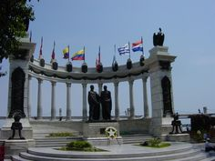 Guayaquil City Tour And Historical Park hours) Trinidad, South America Continent, South American Countries, Aberdeen, Continents, Marina Bay Sands, Statue Of Liberty, Beautiful Places, Villa