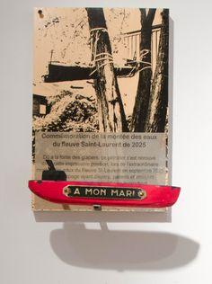 Réal Patry – À mon mari (2014) bois, photographie, plaquette mortuaire 15 x 10 pouces Prix : 100 $