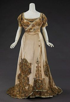 Dress (Ball Gown) House of Worth (French, Designer: Jean-Philippe Worth (French, Date: Culture: French Medium: silk, rhinestones, metal Dimensions: Length at CB (a): 14 in. cm) Length at CB (b): 57 in. cm) Credit Line: Brooklyn Museum Costume Vintage Outfits, Vintage Gowns, Vintage Mode, 1890s Fashion, Edwardian Fashion, Vintage Fashion, House Of Worth, Antique Clothing, Historical Clothing
