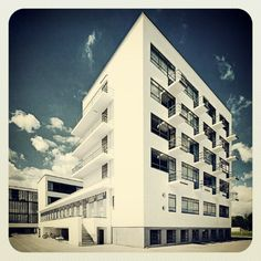 Bauhaus Student Building in Dessau, designed by Walter Gropius in 1925 Photo with kind permission of Andreas Levers Classical Architecture, School Architecture, Landscape Architecture, Architecture Design, Walter Gropius, Archi Design, Bauhaus Design, Le Corbusier, Old Abandoned Houses