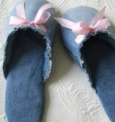 DIY Jeans : DIY make slippers from jeans Sewing Tutorials, Sewing Crafts, Sewing Projects, Sewing Patterns, Fun Projects, Sewing Tips, Sewing Ideas, Project Ideas, Diy Jeans
