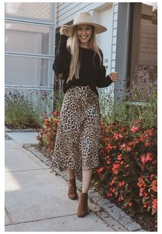 Sweater Skirt Outfit, Printed Skirt Outfit, Leopard Skirt Outfit, Midi Skirt Outfit, Leopard Print Skirt, Animal Print Skirt, Tight Skirt Outfit, Skirt Ootd, Animal Print Outfits