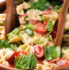 Salade de farfalles BLT - Recettes - Ma Fourchette Omelette, Pasta Dishes, Banquet, Pasta Salad, Tapas, Biscuits, Food And Drink, Healthy Recipes, Ethnic Recipes