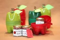 Plastic soft drink bottle 'apple' containers as teacher gifts - brilliant! Fill with any gift(s) but mini jars of homemade apple butter is a great idea. (from Repeat Crafter Me) Uses For Plastic Bottles, Plastic Bottle Crafts, Recycle Bottles, Plastic Containers, Repeat Crafter Me, Soda Bottles, Water Bottles, Arts And Crafts Projects, Diy Projects