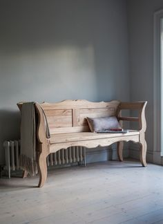 This Hanborough Hungarian Settle Bench is crafted from Reclaimed Elm - Exclusive to Garden Trading