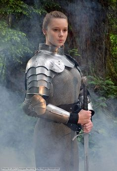 Female Armor, Female Knight, Arm Armor, Body Armor, Medieval Armor, Medieval Fantasy, Fantasy Character Design, Character Inspiration, Armadura Cosplay