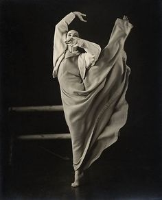Martha Graham performing her solo work Frontier in a 1935 photo by Barbara Morgan