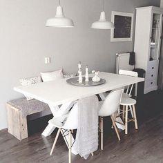 Salle à manger  Kleur muur  kleur meubels