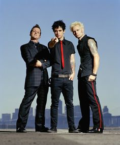 Green Day is an American punk rock band. Green Day formed in Berkeley, California, US in Green Day consisted by Billie Joe Armstr. Billie Joe Armstrong, Good Charlotte, American Idiot, Asking Alexandria, My Chemical Romance, Great Bands, Cool Bands, Levine, Jason White