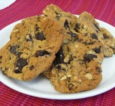 Chewy peanut butter and chocolate cookies | Healthy Food Guide