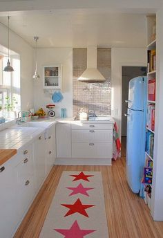 Ideas para decorar cocinas pequeñas. El espacio no es problema para dar vida a nuestras cocinas.