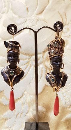 Orecchini Morette, per un estate strepitosa...argento dorato, smeraldi e corallo. Hippie Accessories, Ethnic Jewelry, Bohemian Jewelry, Cameo Jewelry, Glass Jewelry, Jewelry Design, Cowgirl Style, Gypsy Cowgirl, Vintage Earrings