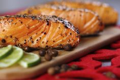 Do you know what is the key to smoke a salmon? Smoked Salmon is fabulously benefiting our body. With the delicious smoked salmon recipe here, healthy diet is easier to accomplish. Grilled Fish, Grilled Salmon, Baked Salmon, Garlic Salmon, Salmon Recipes, Seafood Recipes, Diet Recipes, Healthy Recipes, Healthy Meals
