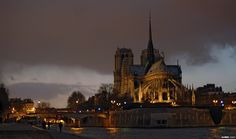 Notre-Dame by night, from the east. Photo  Carlos Pardo.