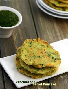 Zucchini and Carrot Pancake recipe Healthy Breakfast Snacks, Healthy Snack Options, Healthy Food List, Snack Recipes, Pancake Recipes, Drink Recipes, Breakfast Ideas, Dinner Recipes, Carrot Pancakes