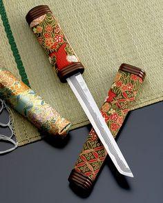 懐剣 Kaiken, is a dagger to put in a belt( OBI ) when wearing wedding kimono Uchikake. Kaiken are usually in a bag of white cloth. Women born in the former samurai had been in possession of a dagger for self-defense.<<<<it took me a bit to process that Japanese Sword, Japanese Kimono, Self Defense Women, Turning Japanese, Swords And Daggers, Samurai Swords, Japan Art, Nihon, Katana