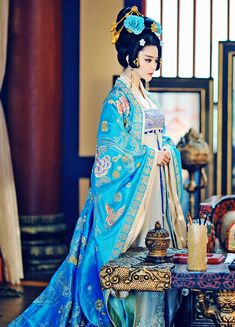 The Empress of China (simplified Chinese: 武媚娘传奇) is a 2014 Chinese television drama based on events in and Tang dynasty, starring producer Fan Bingbing as the titular character Wu Zetian—the only female emperor in Chinese history. Wu Zetian, Fan Bingbing, Traditional Fashion, Traditional Dresses, Asian Style, Chinese Style, China Mode, The Empress Of China, Cultures Du Monde