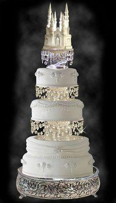 Un gâteau de mariage digne d'une princesse #B4wedding #wedding #mariage #gâteau #cake #princesse #disney