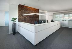 Theke, Beleuchtung, ergonomische Bürodrehstühle, Büroaccessoires, Glas, Trennwände