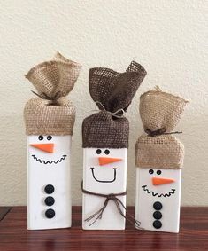Set of 3 Wooden Snowmen/Wood Snowman/Rustic Snowman Decor/Rustic Christmas Decor/Wooden Snowman Set/ This wooden Snowman Set of 3 is handmade and hand painted. It is a great addition to any snowman collection or holiday decoration. Each wood snowman is 2 Christmas Wood Crafts, Christmas Snowman, Christmas Projects, Holiday Crafts, Christmas Diy, Country Christmas, Christmas Christmas, Father Christmas, Snow Men Crafts