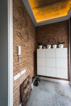 Tile Floor, Entrance, Barcelona, Garage Doors, Flooring, Wallpaper, Gallery, Outdoor Decor, Projects