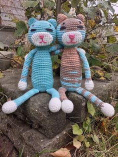 Crochet Amineko cat Gribba - ᚷᚱᛁᛒᛒᚨ - You can find the Free pattern via/on my website - Gratis findes opskrift via/på min hjemmeside Knitting Projects, Lana, Free Pattern, Dinosaur Stuffed Animal, Cute, Website, Cats, Animals, Knitting Designs