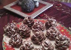 Σοκολατένια κουκουνάρια Christmas Snacks, Christmas Cooking, Christmas Diy, Greek Sweets, Food Decoration, Truffles, Nutella, Sweet Recipes, Stuffed Mushrooms