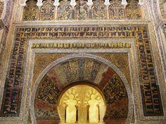 Mihrab prayer niche faces Mecca, Great Mosque at Cordoba, photo: (CC BY Islamic World, Islamic Art, Islamic Architecture, Art And Architecture, Cordoba Spain, Roman Columns, Mediterranean Architecture, Medieval World, Beautiful Mosques