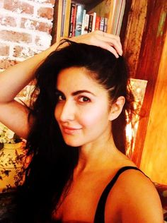 Did you imagine the bollywood beauty Katrina Kaif without makeup? Have a look at the 25 pictures of Katrina Kaif no makeup looks that will surprise you! Parineeti Chopra, Anushka Sharma, Picture Of Katrina Kaif, Katrina Kaif Photo, Alia Bhatt, Bang Bang, Bollywood Celebrities, Bollywood Actors, Salman Khan
