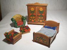 Puppenstuben-Möbel DDR um 1980, bestehend aus Schrank, Bett, Hocker und Sessel