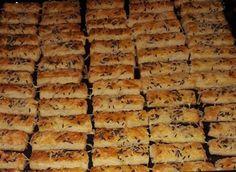 Lakodalmas sós! - Hétvégére kell egy kis ropogtatnivaló, na meg a vendégek is imádják! - Ketkes.com Savory Pastry, Garlic Bread, Party Snacks, Naan, Banana Bread, Food And Drink, Sweets, Pizza, Baking