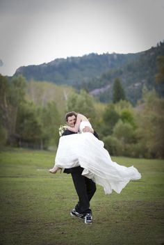 Colorado Wedding by Julie Afflerbaugh Photography | The Wedding Story