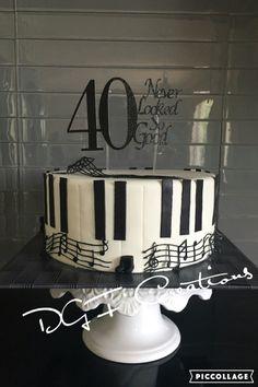 40 never look so good #40neverlookedsogood #40thbirthday #40thbirthdaycake #pianocake #musiccake #musicnotecake