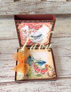 Caja con mini álbum
