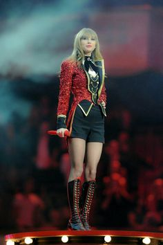 Sample photos for famous songstress Taylor Swift's short long bob hairstyles - Page 3 — Newsquote Estilo Taylor Swift, All About Taylor Swift, Taylor Swift Concert, Taylor Swift Hot, Taylor Swift Style, Red Taylor, Lady Gaga, Short Long Bob, Taylor Swift Wallpaper