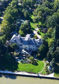 Art Van Furniture founder's Metro Detroit mansion. In Grosse Pointe Shores, the six-bed, 12-bath, 28,000-sq ft French Chateau home of Art Van Elslander is now for sale at $15.9 million.