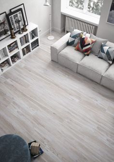 Porcelánico imitación madera modelo Canova arce 20x180 White Laminate Flooring, Luxury Vinyl Tile Flooring, White Wood Floors, Grey Flooring, Small House Interior Design, Home Room Design, Dream Home Design, Living Room Designs, Living Room Flooring