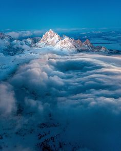 Teton Mountain, Wyoming 16 Incredibly Beautiful Aerial Pictures Of The American West Teton Mountains, Above The Clouds, Grand Teton National Park, Belleza Natural, Natural Wonders, Amazing Nature, Nature Photos, Beautiful World, Cosmos
