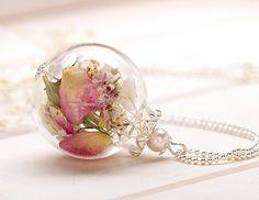 Glaskugel-Kette mit echten Blumen k267 von VIVIANNA auf DaWanda.com