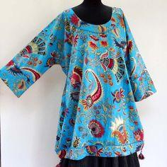 TUNIQUE femme mi longue, en coton bleu lumineux imprimé à fleurs fleurs paisley et grand chale assorti : Chemises, blouses par akkacreation