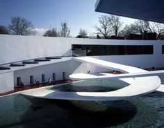 The Penguin Pool at London Zoo, designed by Berthold Lubetkin and Ove Arup. Reinforced concrete ramps.