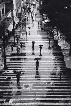 Rain in black and white | Inspiração e plágio. Amigo é pra e… | Sao Paulo