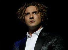 El cantante español propone un viaje a través de los grandes éxitos de su discografía y por los clásicos de los mejores autores latinos de las últimas décadas