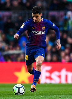 Philippe Coutinho of FC Barcelona runs with the ball during the La Liga match between Barcelona and Atletico Madrid at Camp Nou on March 4, 2018 in Barcelona.