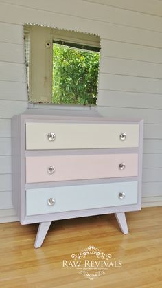 Furniture DIY. Upcycled pastel retro dressing table/vanity table