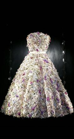 """Christian Dior by Raf Simons Haute Couture  Autumn/Winter 2012 ~ White Organza Dress Embroidered with """"Pointillist"""" Dégradé Chiffon"""