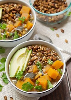 It's time to change up Meatless Mondays with this dairy free white bean butternut squash chili! Your tailgating parties will never be the same. Vegan Recipes Videos, Vegan Dinner Recipes, Vegan Recipes Easy, Soup Recipes, Vegetarian Recipes, Yummy Recipes, Spinach Lentil Soup, Butternut Squash Chili