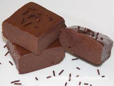 Homemade chocolate Romanian Desserts, Romanian Food, Romanian Recipes, Chocolate Crinkle Cookies, Chocolate Crinkles, Homemade Fudge, Homemade Chocolate, Sweets Recipes, Cooking Recipes