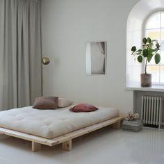 JAPAN SÄNKYRUNKO Japan Bedroom, Interior Garden, Scandinavian Living, Awesome Bedrooms, Home Decor Bedroom, Bedroom Ideas, Living Room Sofa, Bed Frame, Furniture